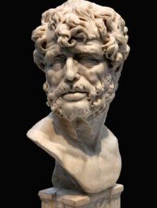Buste de Sénèque, marbre (H. 70 cm ; l. 33 cm ; pr. 23 cm) réalisé par un auteur anonyme au XVIIe siècle. – Œuvre N° cat. E144 du Musée du Prado de Madrid. Photographie réalisée lors de l'exposition temporaire l'Europe de Rubens - Musée du Louvre (Lens).