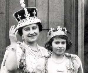 Pkt 1202 - 39085 LP3D QUEEN MOTHER ROYAL BOOK MAY 1937 CORONATION DAY 1937 Queen Elizabeth with Princess Elizabeth acknowledging crowds cheers after return to Palace from the Abbey.