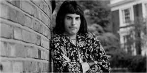 freddie-mercury-portrait-1973-billboard-650_600