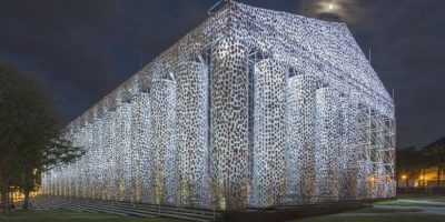 Реплика на Пантеона изградена от метал и 100 000 книги, които са били забранявани някога