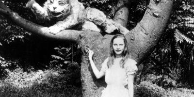 """Гледайте първитe две екранизации на """"Алиса в Страната на чудесата""""(видео)"""