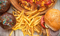 Родители не осъзнават, че децата са с наднормено тегло. Повечето от тях ползват вредната храна за награда