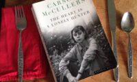 Сърцето е самотен ловец – Карсън Маккълърс