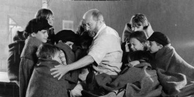 10 съвета за родители от човека, който влезе в газова камера заедно с възпитаниците си