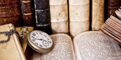 """23 април – Световен ден на книгата ; """"Уединението с книгите е по-добро от общуването с глупци"""" Пиер Буаст"""