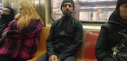 Как един от най-богатите и влиятелни хора в света, отива на работа с обществен транспорт