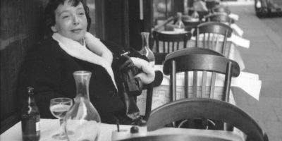 Алкохолът не носи утеха, той само замества липсата на Бог, за да ти помогне да понасяш вакуума на вселената – Маргьорит Дюрас