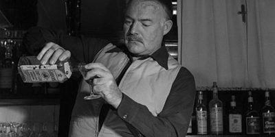 Налейте си джин Гордънс или пийте едно дайкири за рождения ден на великият Хемингуей