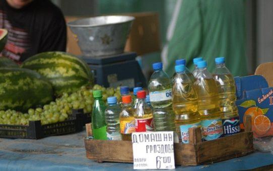 Токсиколог : И най-скапаната винпромска ракия е по-добра от домашната. Митовете за домашната ракия.