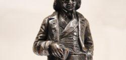 Пиер-Жан дьо Беранже – Та кой откри Америка, кажете? Безумец, луд, навсякъде осмян А кой създаде Бог за вековете? Отново луд, на кръста прикован